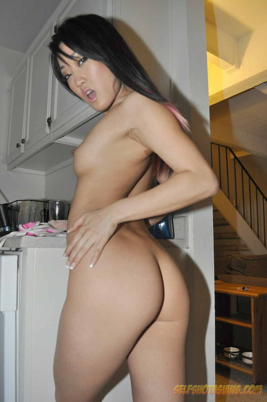 gorgeous korean girlfriend nude at home